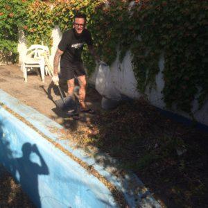 Limpieza jardin budista Granada